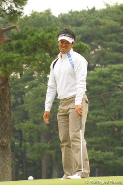 最終18番で2.5mのイーグルパットを外し悔しがる武藤俊憲