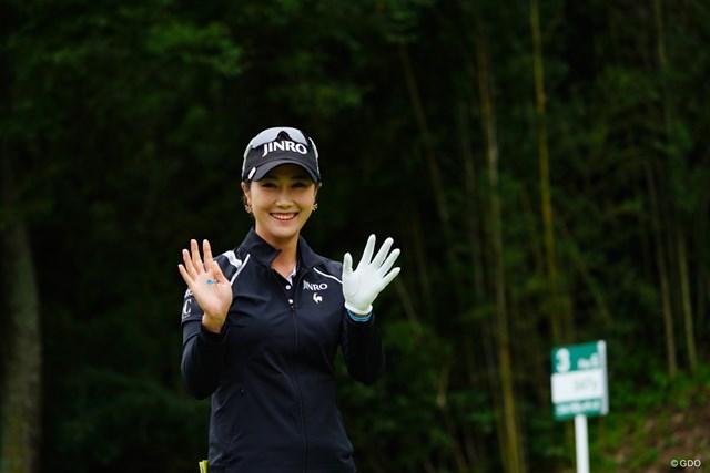 2017年 ゴルフ5レディス プロゴルフトーナメント 初日 キム・ハヌル 韓国人はサービス精神が旺盛。