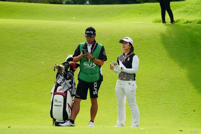 今日は夫婦ペアが活躍する日だね。 2017年 ゴルフ5レディス プロゴルフトーナメント 2日目 下川めぐみ