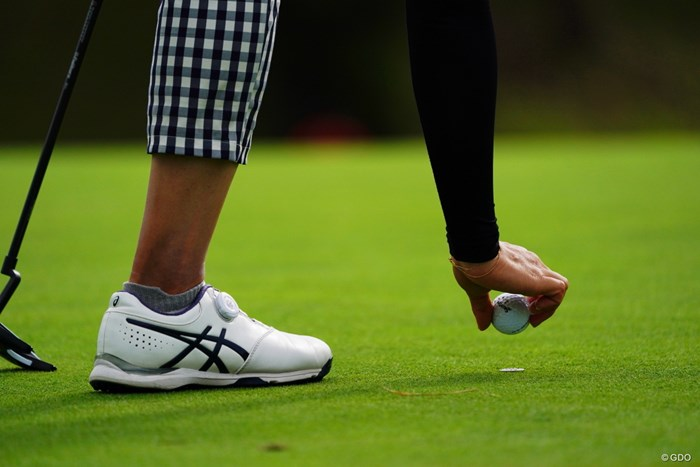 ドロップしまーす!って言ってこの高さだったら怒られるね。 2017年 ゴルフ5レディス プロゴルフトーナメント 2日目 川満陽香理