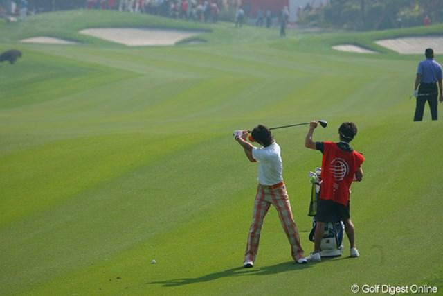 2009年 WGCHSBCチャンピオンズ 初日 石川遼 ラウンド中、幾度も切り返しのタイミングを確認する石川遼