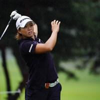 シャフトと右腕は平行。 2017年 日本女子オープンゴルフ選手権競技 初日 山本景子