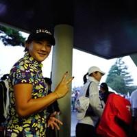 サスペになってもこの笑顔。ポジティブにいこう。 2017年 日本女子オープンゴルフ選手権競技 初日 成田美寿々