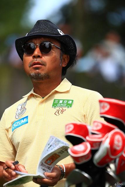 このグラサンが許されるのはゴルファーでは片山さんだけです