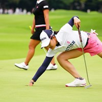 カップのまわりを踏んだらいけない気配りができてるね。 2017年 日本女子オープンゴルフ選手権競技 3日目 小倉彩愛