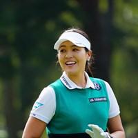 ファンの声援に笑顔で応えるチョン・インジ 2017年 日本女子オープンゴルフ選手権競技 最終日 チョン・インジ