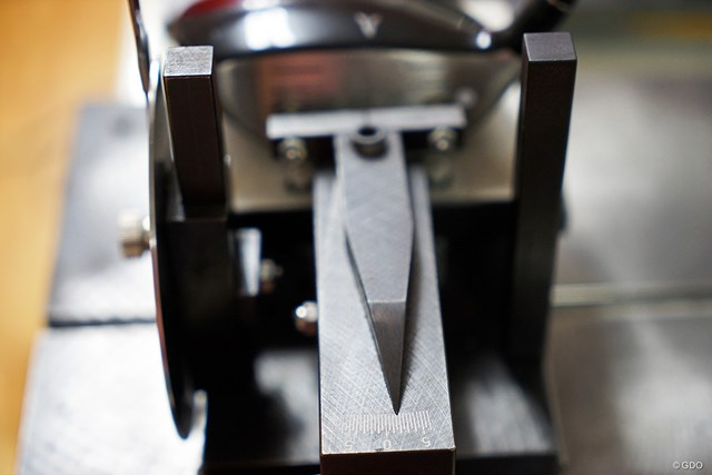 フェース角が+2度と強めのフックフェース。スライサーでもドローを打ちやすく設計されている
