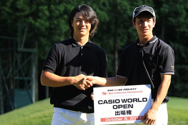 2017年 日本オープンゴルフ選手権競技 事前 石川遼 杉浦悠太 優勝した杉浦悠太を祝福する石川遼
