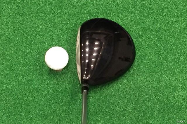 新製品レポート ヤマハ RMX 218 ドライバー 画像02 扁平感のあるヘッドで、ボールが上がりやすそうなイメージ