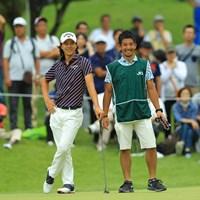 キャディを務めるのは伊澤利光プロの甥っ子にあたる伊澤秀憲プロ。同い年なんですかね。とても良いコンビに見えました。 2017年 日本オープンゴルフ選手権競技 初日 石川遼