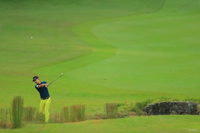 何か一瞬、全英オープンっぽい写真ですよね。 2017年 日本オープンゴルフ選手権競技 初日 キム・ヒョンソン