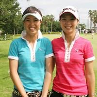 「今、PCが無いので・・。出来れば早く更新します!」(向かって左が絵梨藻、右が真梨藻) 2007年 日本女子アマチュアゴルフ選手権 1日目 池内絵梨藻 池内真梨藻