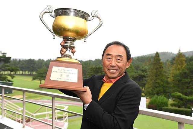 2017年 トラストグループカップ 佐世保シニアオープンゴルフトーナメント 最終日 高橋勝成 競技は悪天候により18ホールに短縮。初日を首位で終えていた高橋勝成が制した ※画像提供:日本プロゴルフ協会