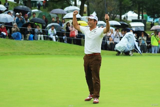 最終18番でガッツポーズを作った池田勇太。3年ぶりの日本オープン制覇を遂げた