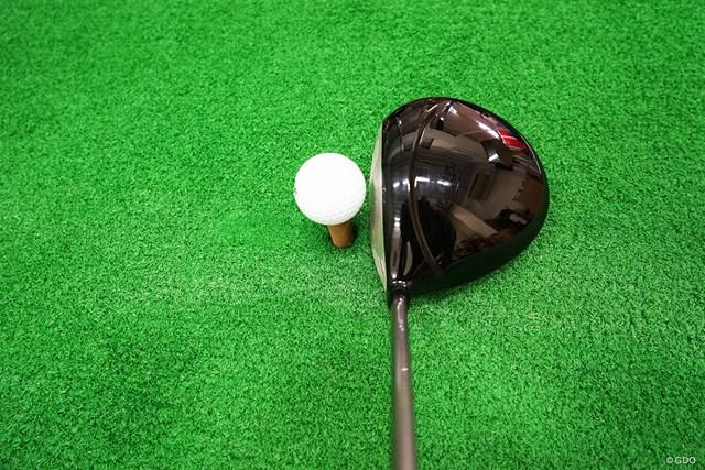 プロギア エッグドライバー(赤エッグ) マーク金井試打インプレッション ヘッド体積は460㏄で、大きな段差のあるクラウンの形状が特徴的。アドレスすると分厚いフェースの影響で、普段よりもティアップを高くしたくなる