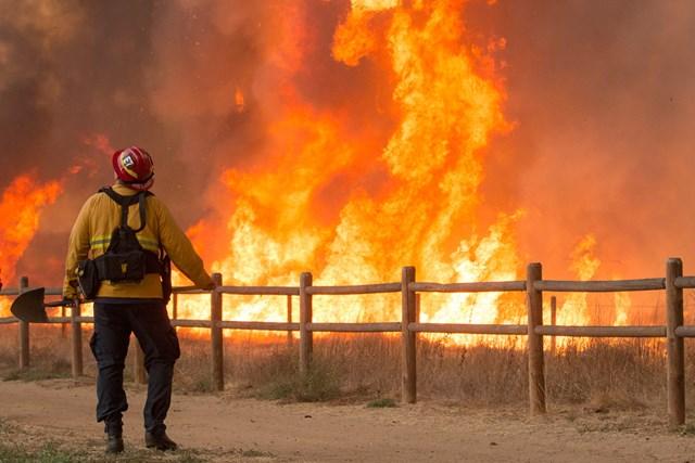 カリフォルニア州を襲った山火事(Myung J. Chun/Getty Images)