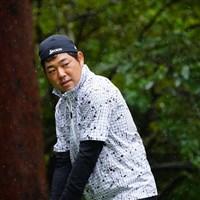 「へへへ、これならツバから水滴が垂れてこないのだ。」 2017年 ブリヂストンオープンゴルフトーナメント 3日目 小池一平