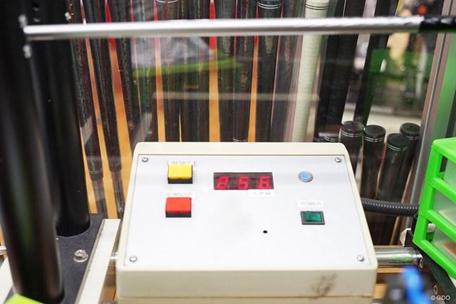 プロギア エッグ アイアン PF マーク金井試打インプレッション 純正カーボンの「M-43(S)」の硬さの目安となる振動数は256cpmと、Sとしてはかなり軟らかい