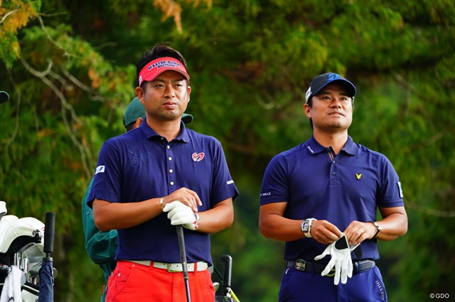 賞金ランク2位の池田勇太(左)と3位の宮里優作は同組でプレーした