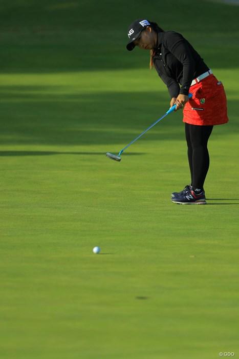 最終9番、難しいラインを捻じ込んでバーディ! 2017年 伊藤園レディスゴルフトーナメント 初日 大出瑞月