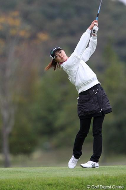 2009年 伊藤園レディスゴルフトーナメント 初日 日下部智子 伊藤園所属の日下部智子。相性の良いこの大会で2アンダーの5位タイ発進