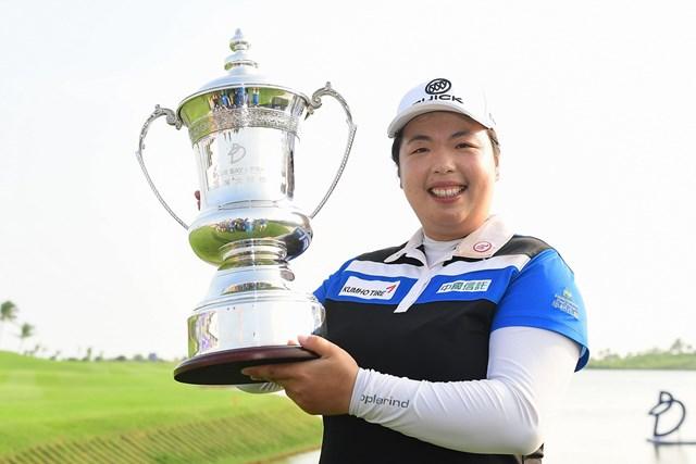 2週連続優勝を飾ったフォン・シャンシャン。1打のリードを守り切った(Zhe Ji/Getty Images)