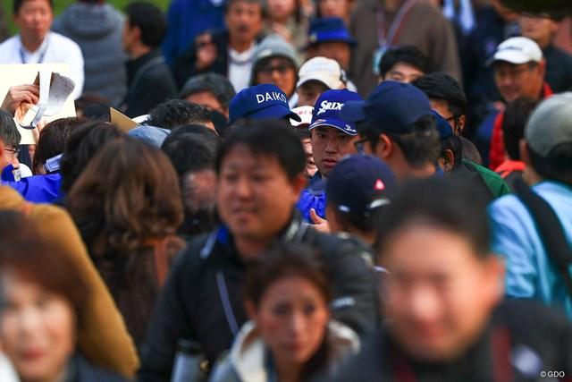 2017年 ダンロップフェニックストーナメント 初日 松山英樹 彼の周りは常に人だかり