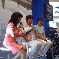 本間ゴルフのブースには大場美智恵プロ(中央)と高又順プロ(右端) 2007年 ジャパンゴルフフェア 大場美智恵 高又順