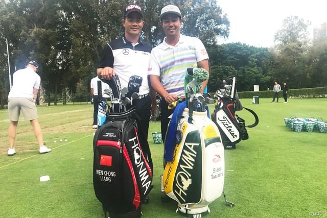 同じ本間ゴルフ契約のリャン・ウェンチョン(写真左)との2ショット。じつは二人は同い年