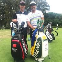 同じ本間ゴルフ契約のリャン・ウェンチョン(写真左)との2ショット。じつは二人は同い年 2018年 UBS香港オープン 事前 谷原秀人