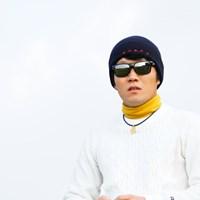 この写真だけだとONOFFの文字がなければゴルファーには見えないでしょう。 2017年 カシオワールドオープンゴルフトーナメント 初日 浅地洋佑