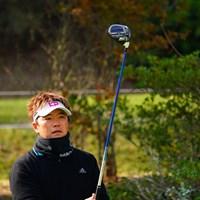 あまりの寒さに僕も同じようなの首に巻いてた。 2017年 カシオワールドオープンゴルフトーナメント 初日 リュー・ヒョヌ