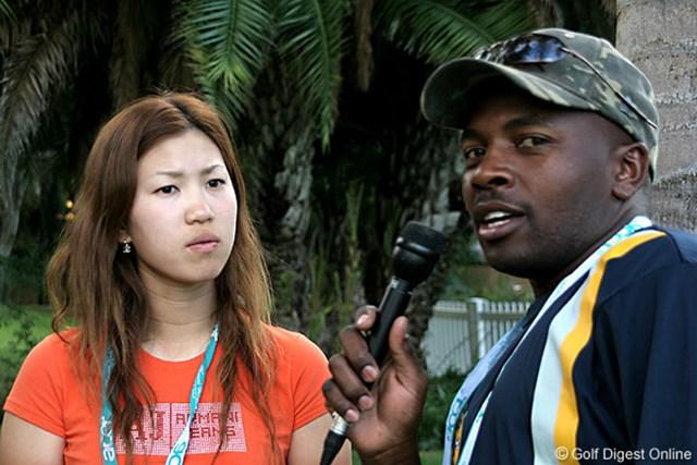 2007年 ワールドカップ女子ゴルフ 上田桃子 地元ラジオのインタビューに応じる上田桃子。日本に優勝するチャンスはあるか?という問いに「イエス、オフコース!」と元気に答えた。
