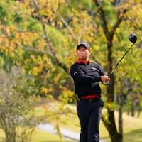 黒の上下に色付きのシャツが定番。 2017年 カシオワールドオープンゴルフトーナメント 3日目 松村道央
