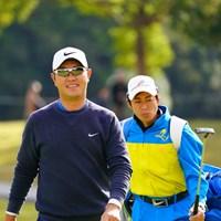 バーディ後の笑顔。 2017年 カシオワールドオープンゴルフトーナメント 3日目 薗田峻輔