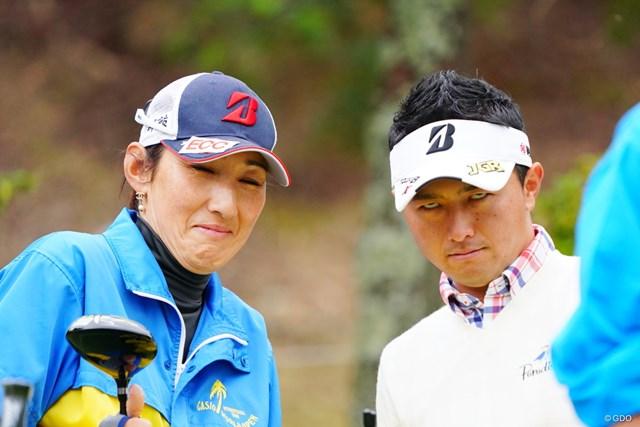 2017年 カシオワールドオープンゴルフトーナメント 最終日 片岡大育 緊張感たっぷりのお二人。