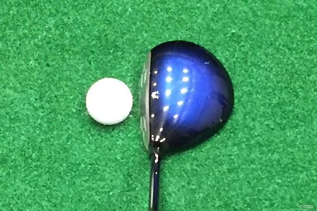 新製品レポート ゼクシオ テン フェアウェイウッド 画像02 フェースがやや上を向いているように見えるため、球が上がりやすいイメージ