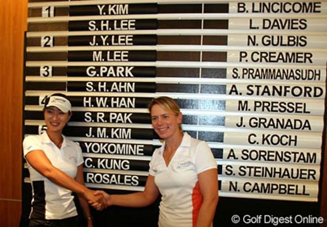 2006年 レクサスカップ 事前 アニカ・ソレンスタム グレース朴 両チームキャプテンのアニカ・ソレンスタム(左)とグレース朴。