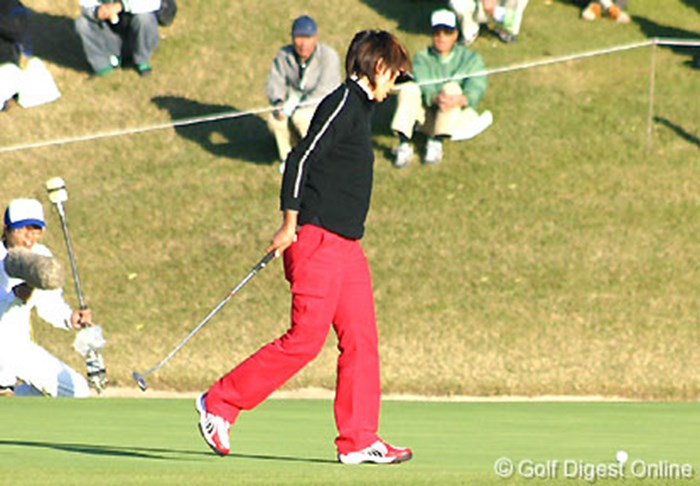 17番パー3、痛恨の3パットでついに首位の座から陥落した白戸由香 2006年 伊藤園レディスゴルフトーナメント 最終日 白戸由香