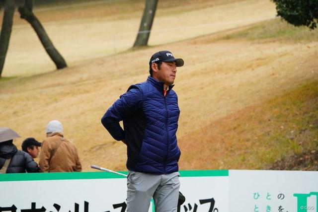 2017年 ゴルフ日本シリーズJTカップ 初日 チャン・キム 痛めている腰を気にする素振りを見せるチャン・キム
