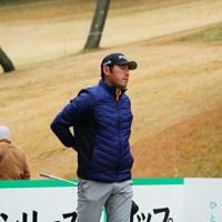 痛めている腰を気にする素振りを見せるチャン・キム 2017年 ゴルフ日本シリーズJTカップ 初日 チャン・キム