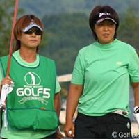 重苦しい最終組の雰囲気も、渡辺と高橋の名コンビで乗り切った 2006年 ゴルフ5レディスプロゴルフトーナメント 2日目 渡辺聖衣子