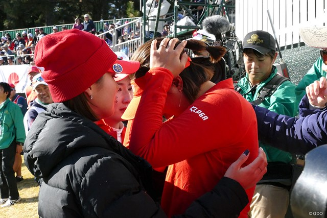 敗戦を喫した韓国メンバーは涙を流して悔しがった