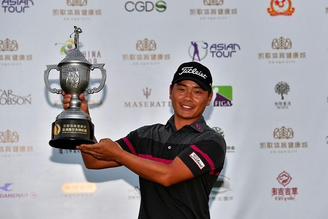 初優勝を飾った中国のシャオ・ボーウェン※アジアンツアー提供