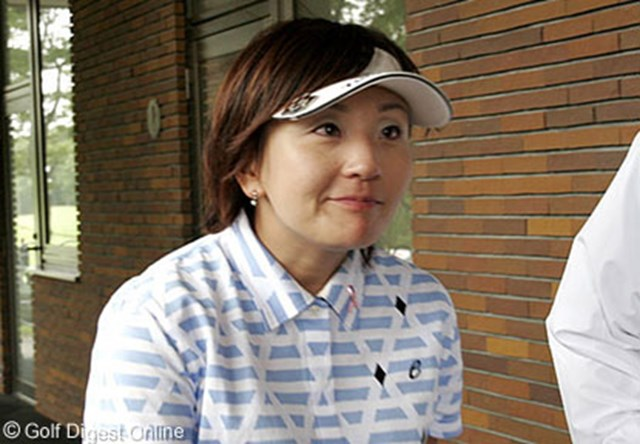 2006年 Meijiチョコレートカップ 最終日 茂木宏美 ホールアウト後、化粧室に入りなかなか出てこなかった茂木宏美。その後は記者の質問にも気丈に答えた