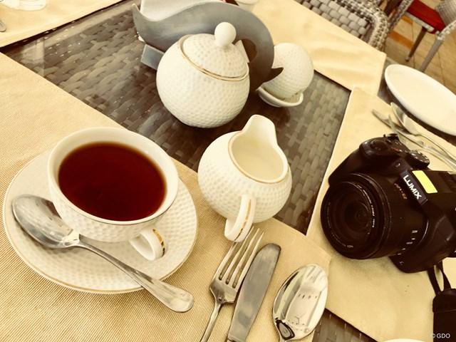 クラブハウスで紅茶を頼むと、アッサムかダージリンかと聞かれます