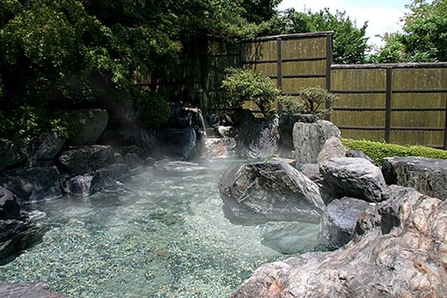 ロペ倶楽部敷地内より湧き出る天然温泉