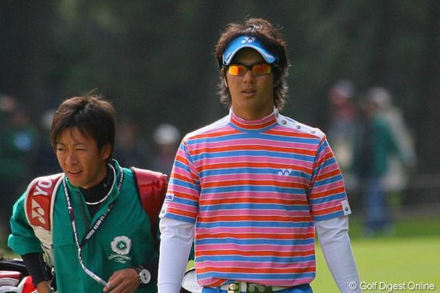 2009年 ダンロップフェニックストーナメント2日目 石川遼 ティショットを林に入れた石川遼「どんな状況でも覚悟は出来ている」と言う