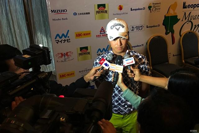 開幕2日前。石川遼は現地メディアのインタビューに追われた