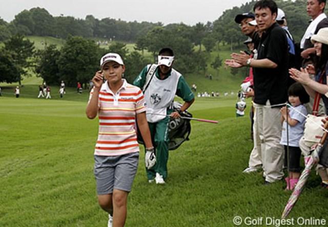2006年 フィランソロピー・LPGAプレーヤーズ・チャンピオンシップ 最終日 横峯さくら 9番パー5では、グリーンエッジまで220ヤードの第2打を見事ピン下12mにつけギャラリーの拍手を浴びる